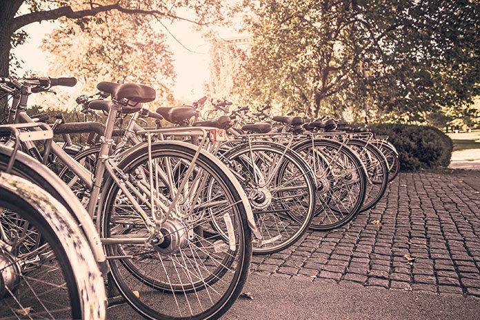 Kiedy i po co warto zainwestować w stojaki na rowery?