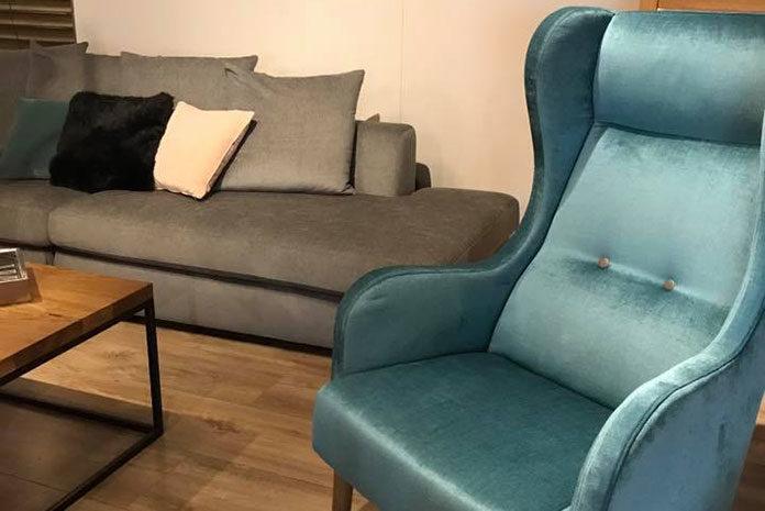 Stylowy fotel. Stanowisko pracy i strefa wypoczynku
