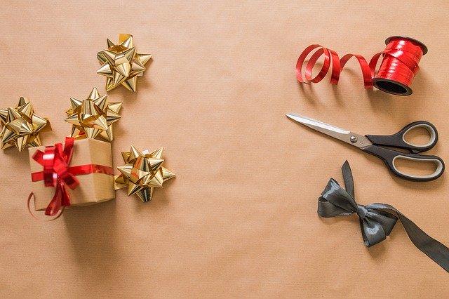 jakie dodatki przydadzą się do pakowania prezentów?